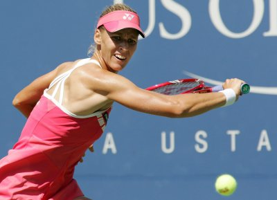 Dementieva easily wins third-round match