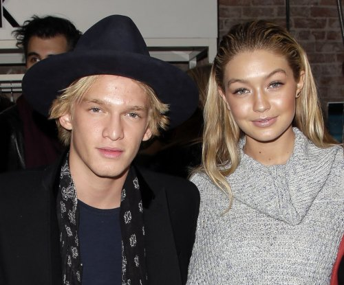 Gigi Hadid, ex Cody Simpson spend flight in neighboring seats