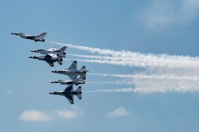 Air Force Thunderbird F-16 crashes after practice for Ohio air show