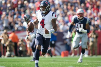 Deshaun Watson's five TDs carry Houston Texans to rout of Tennessee Titans