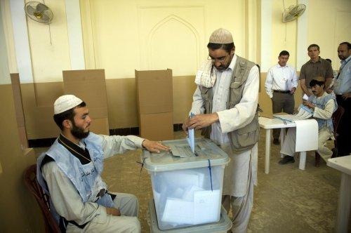 Afghanistan prepares for presidential runoff