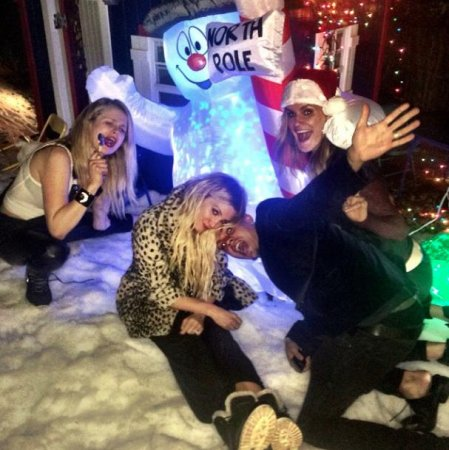 Ashlee Simpson celebrates 30th birthday with holiday-themed party