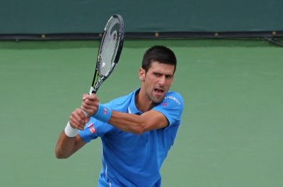 Djokovic reaches 4th round in Miami