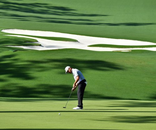 Oosthuizen drains breaking 30-foot putt for birdie at Masters