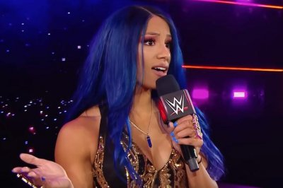 WWE Raw: Sasha Banks, Bayley attack Becky Lynch