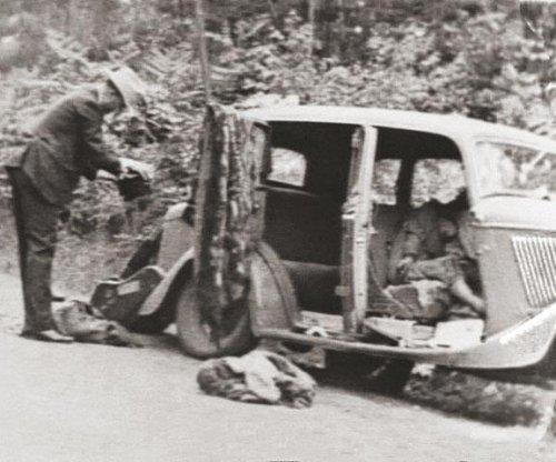 Bonnie Parker, Clyde Barrow killed by lawmen in ambush