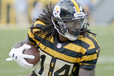 Sammie Coates: Pittsburgh Steelers WR playing with broken fingers