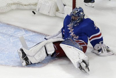 Henrik Lundqvist superb as New York Rangers blank Detroit Red Wings