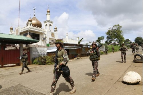Fighting continues for third day in Philippines city Marawi