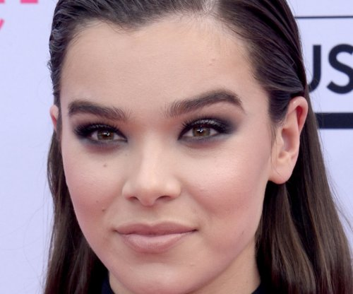 Hailee Steinfeld, Brad Paisley to perform on NBC's '4th of July Fireworks Spectacular'