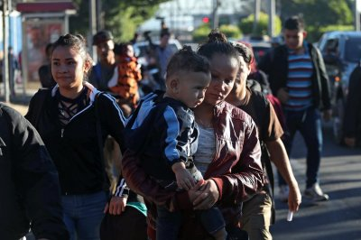 Latest caravans from El Salvador, Honduras start treks to U.S.