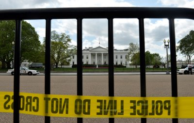 Secret Service considers tightening White House security