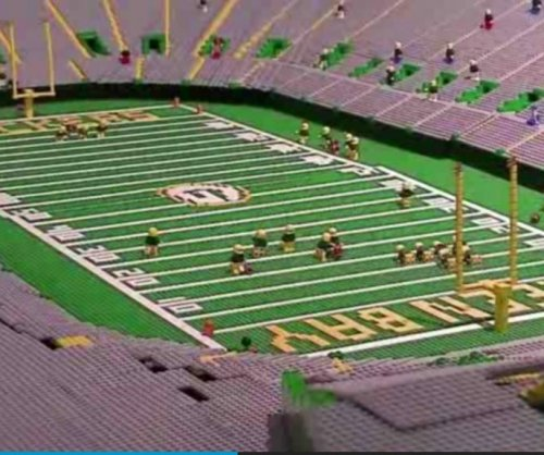 Wisconsin museum welcomes Lambeau Field scale model built from Lego