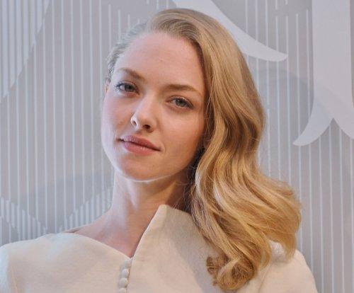 Amanda Seyfried engaged to co-star Thomas Sadoski