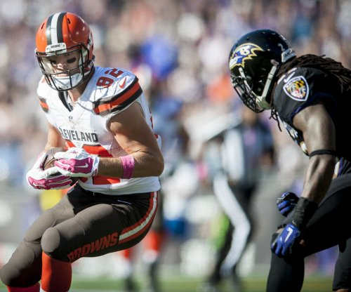 Fantasy Football: Cleveland Browns TE Gary Barnidge tweaks knee