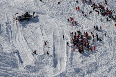 French teen, British man die skiing off-course in French Alps