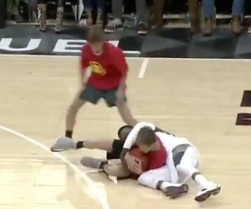 'Hot Sauce' finally loses challenge at Atlanta Hawks game