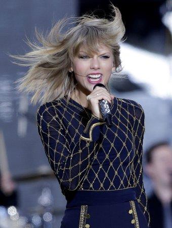 Taylor Swift announces '1989' world concert tour