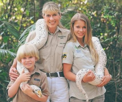 Bindi Irwin honors late father in 'Dancing With The Stars' finale, receives perfect score