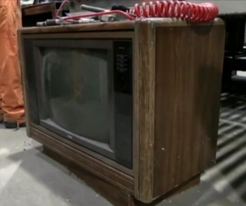 Recycling plant worker finds $100,000 stashed inside 30-year-old TV