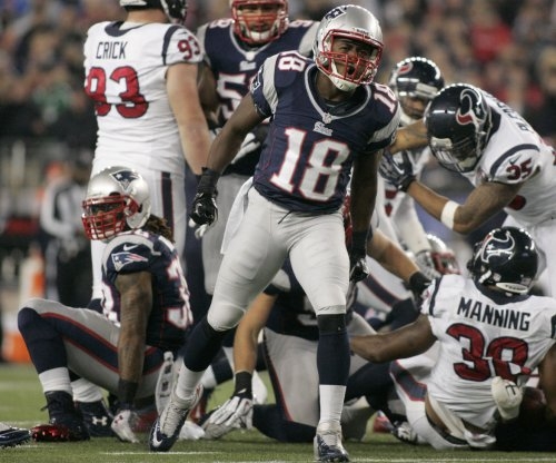 New England Patriots re-sign Matthew Slater