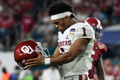 Oklahoma QB Kyler Murray declares for NFL Draft despite deal with A's