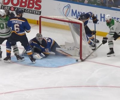 St. Louis Blues' Jordan Binnington saves game with brilliant wraparound denial