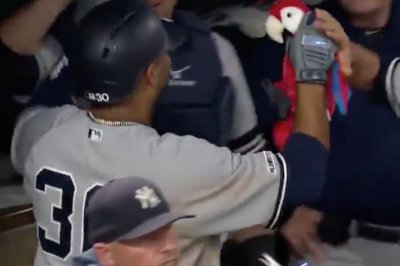 Edwin Encarnacion hits 30th homer, Yankees gift parrot to slugger