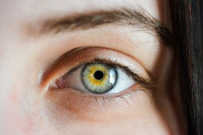 'Smart' contacts to one day monitor eye health