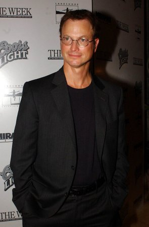 Sinise to co-host Memorial Day concert