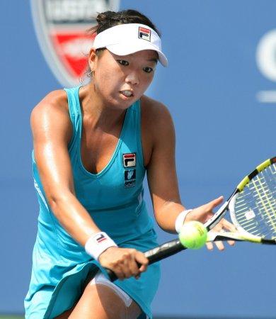 King tops Errani at Shenzhen Open