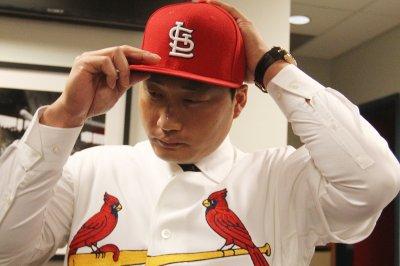 Seung Hwan Oh signs with St. Louis Cardinals' bullpen