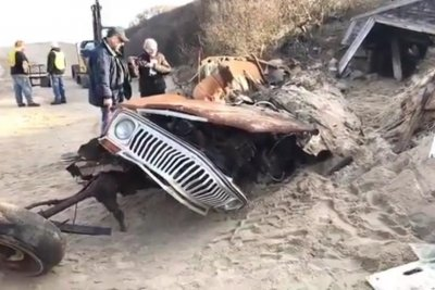 Dilapidated Jeep Wagoneer removed from sand dune after 40 years