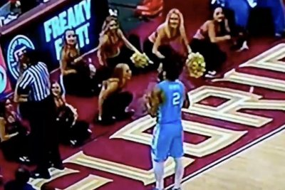 TV Teddy: College hoops official turns his back as UNC's Joel Berry II complains