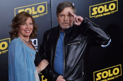 Mark Hamill pays tribute to Carrie Fisher ahead of 'Star Wars IX'