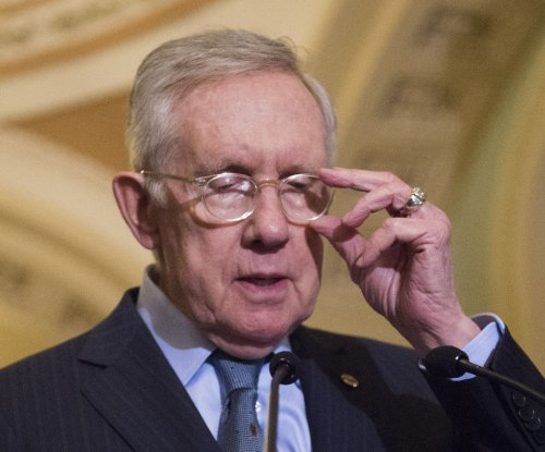 Harry Reid endorses Clinton
