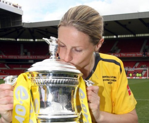 England legend Kelly Smith retires from soccer