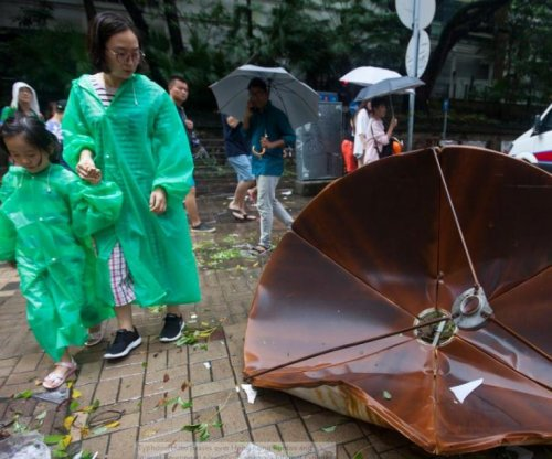 3 dead as Typhoon Hato hits Macau, Hong Kong