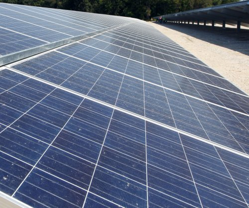 U.S. solar power group says it sees headwinds ahead