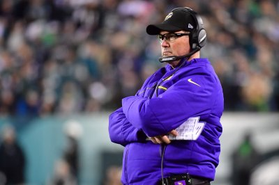 Minnesota Vikings' Mike Zimmer has to sort out crowded quarterback picture