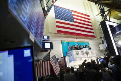 Report: U.S. economy grows 3.2 percent, best in 6 years