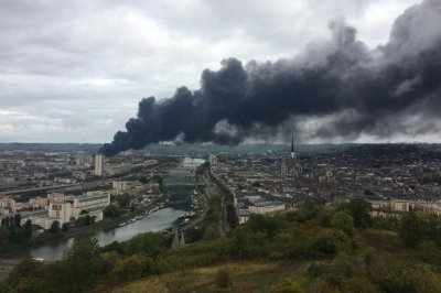 Large chemical fire in France closes schools, threatens Seine