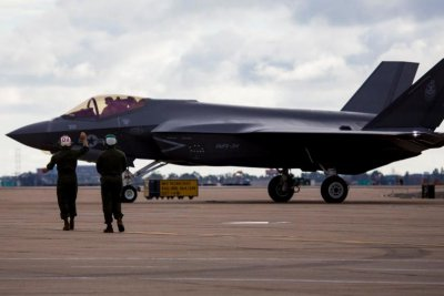 3rd Marine Aircraft Wing receives first F-35C