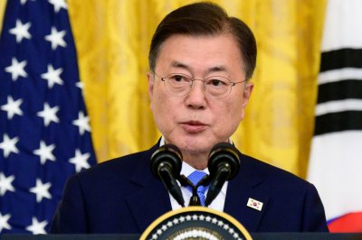 Moon Jae-in asks for Vietnam's help in restarting North Korea dialogue