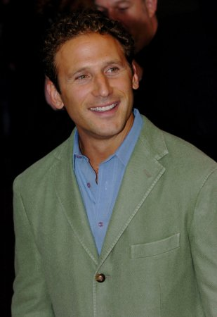 Feuerstein to star in 'Royal Pains' pilot