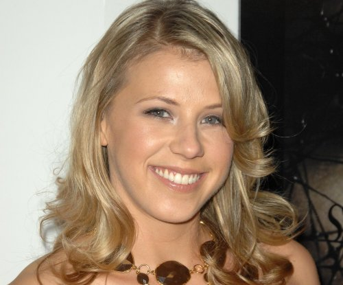 Jodie Sweetin joins Christine Lakin, Beverley Mitchell for Pop comedy