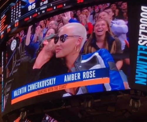 Amber Rose, Val Chmerkovskiy smooch for kiss cam