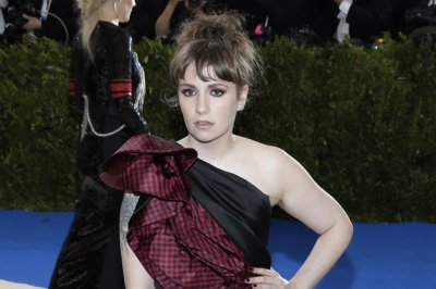 Lena Dunham undergoes surgery to remove left ovary