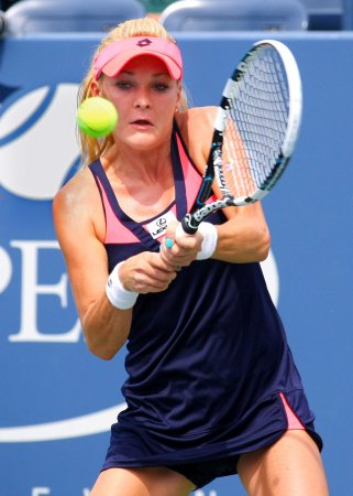Radwanska ousts Azarenka at Australian Open