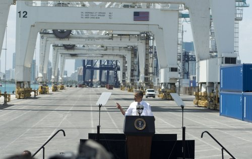 Obama plugs new programs for construction